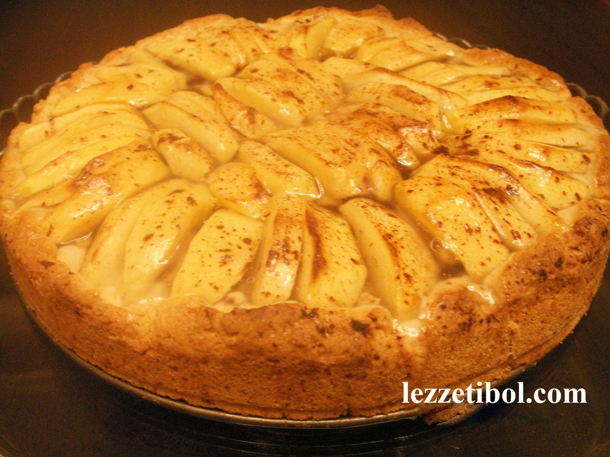 Elmalı Üzümlü Kek